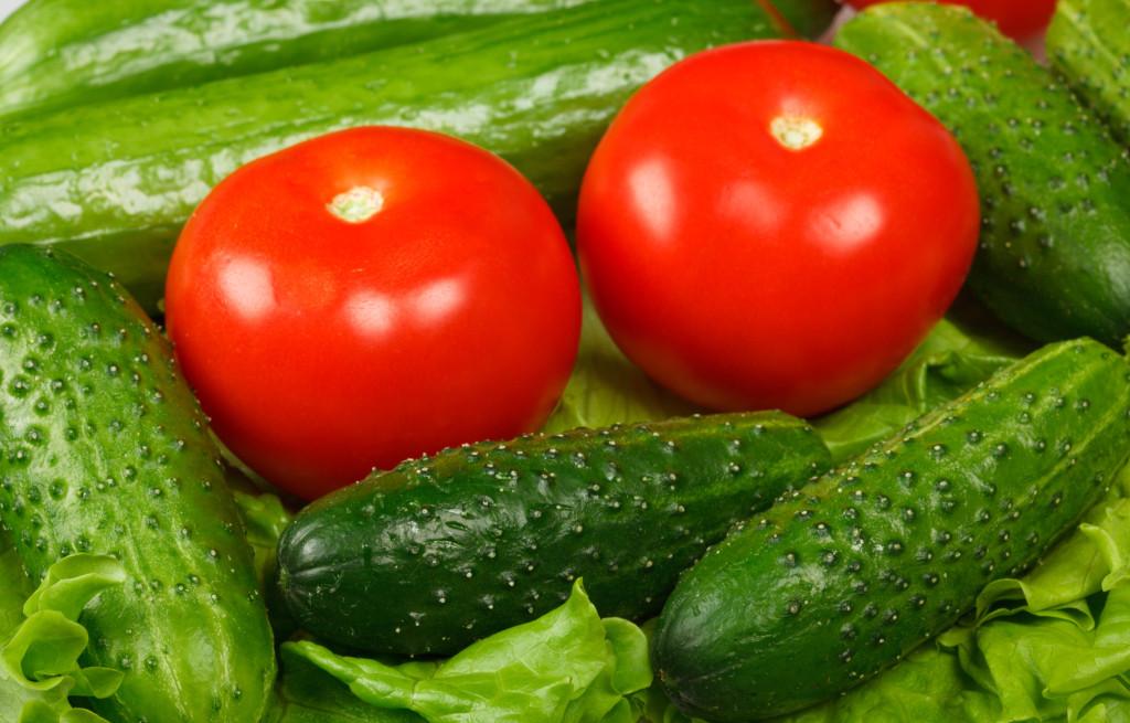 8 помидоры и огурцы