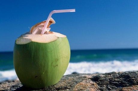 9 кокос с трубочкой